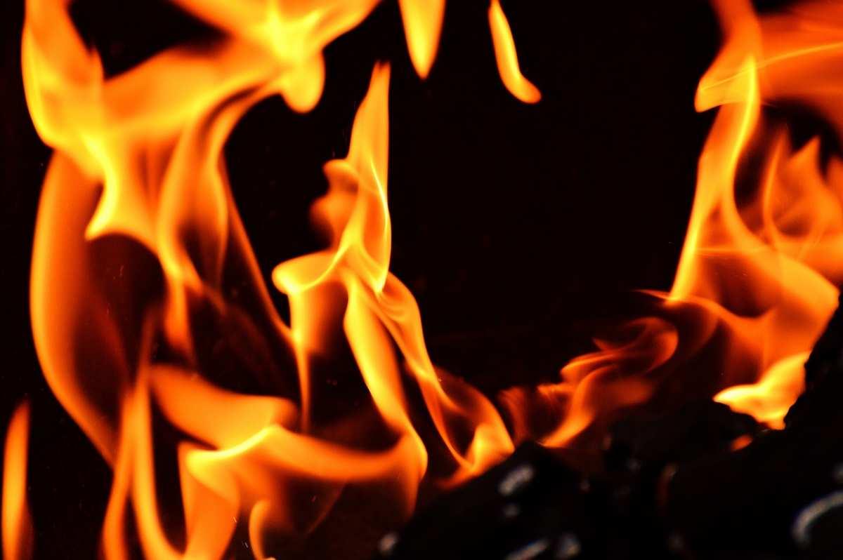 image Pourquoi choisir une cheminées au bioéthanol plutôt qu'au bois ?