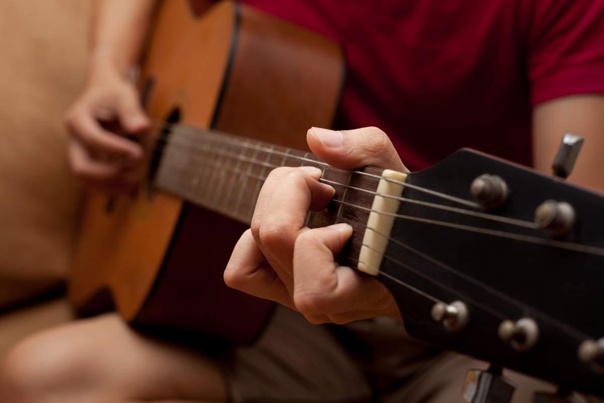 image 5 conseils avant d'acheter sa première guitare