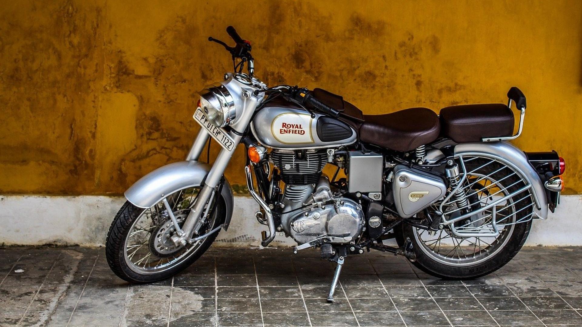 image Utiliser des sacoches à l'arrière de la moto