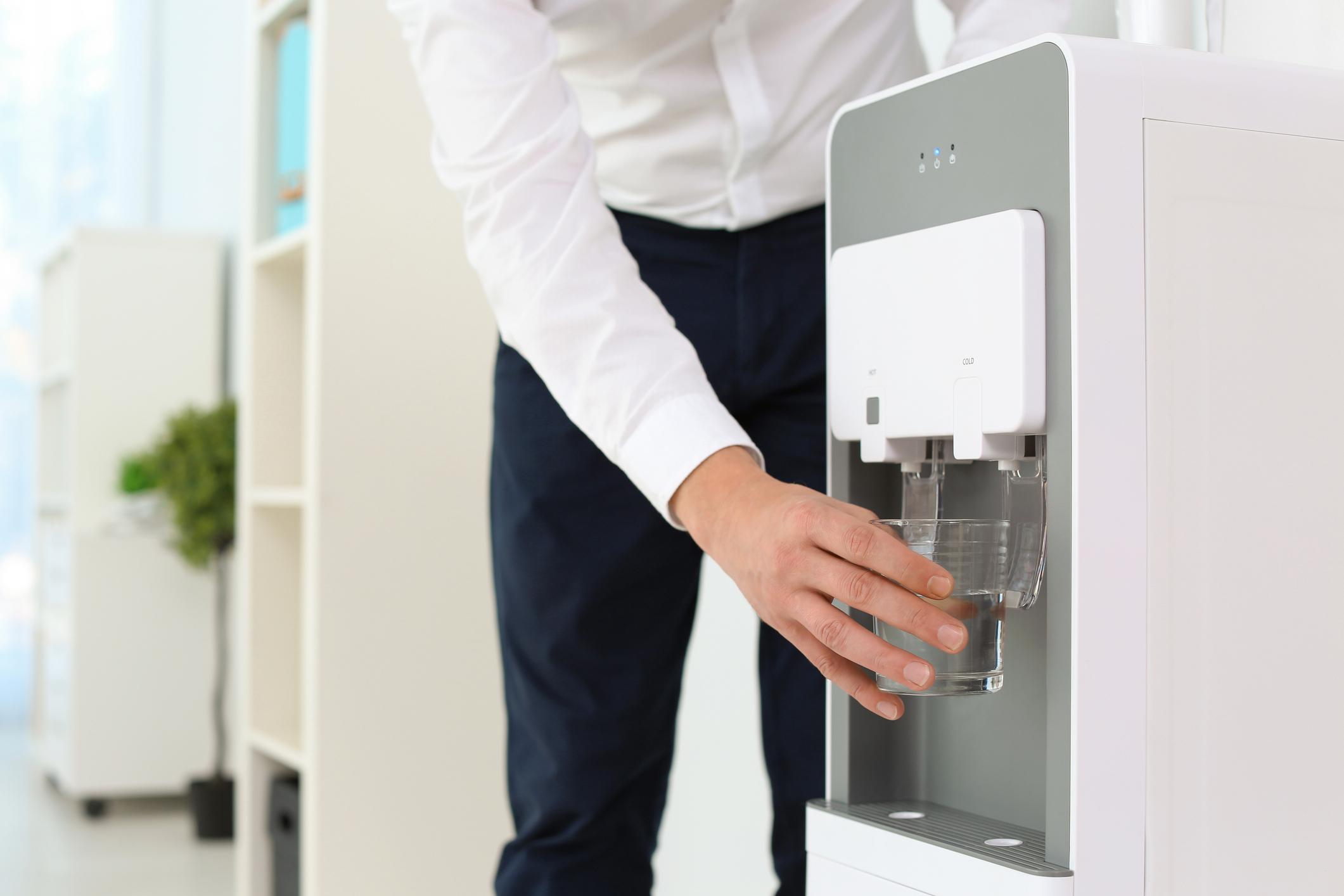 image Quels sont les avantages à installer une fontaine d'eau au bureau ?